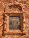 一个砖墙的片段有窗口的 库存照片