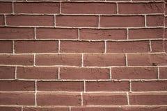 一个砖墙的脏的都市背景有一个老在服务范围外投币式公用电话的 免版税库存照片