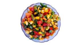 一个碗尼斯与新鲜蔬菜的煮熟的新鲜的玉米 免版税库存照片