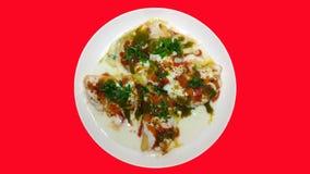 一个碗尼斯与新鲜蔬菜的煮熟的新鲜的玉米 免版税库存图片