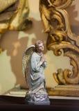 一个祈祷的天使的雕象在布拉格 免版税库存照片