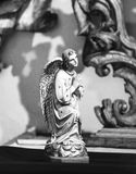 一个祈祷的天使的雕象在布拉格 免版税图库摄影