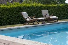 一个私人住宅的游泳池 免版税图库摄影
