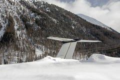 一个私人喷气式飞机的尾巴在雪的在圣盛生瑞士机场在冬天 免版税库存照片