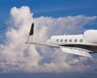 一个私人喷气式飞机的接近的侧视图 图库摄影