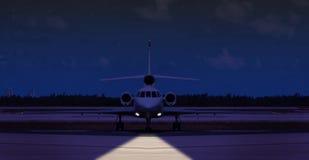 一个私人喷气式飞机的正面图在跑道的 图库摄影