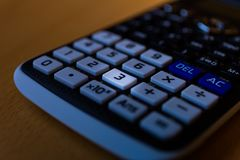 一个科学计算器机器的键盘的关键第三 库存图片