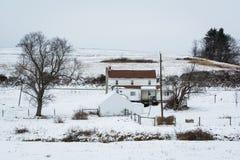一个积雪的农场的看法,在杰斐逊附近,宾夕法尼亚 库存图片