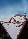 一个积雪的屋顶 库存图片