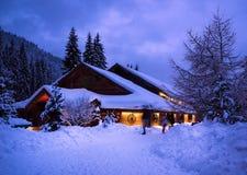 一个童话房子在森林 库存照片