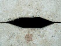 一个简单的水泥下水道孔形成宽六角形形状 库存照片