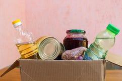 一个箱子用食物 免版税库存照片