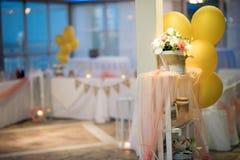 一个精妙的婚礼的美丽的婚礼装饰 免版税库存图片