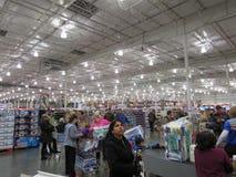 一个繁忙的超级市场 免版税图库摄影