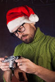一个红色圣诞老人帽子的有胡子的人, 图库摄影
