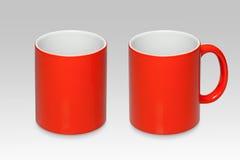 一个红色杯子的两个位置 库存照片