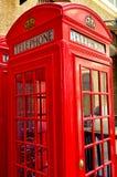 一个红色电话亭在伦敦,英国 免版税图库摄影