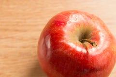 一个红色苹果的宏观射击 库存图片