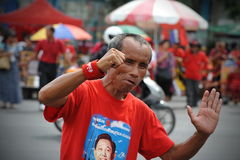 红色衬衣集会在曼谷 免版税库存图片