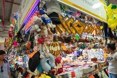 一个纪念品店在稻市场,出售偶象礼物上澳大利亚 免版税图库摄影