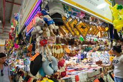 一个纪念品店在稻市场,出售偶象礼物上澳大利亚 免版税库存图片