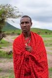 一个纵向的未认出的非洲人姿势 免版税库存照片