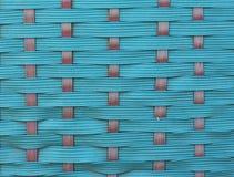 一个绿色手提篮的特写镜头与复杂编织的 免版税库存图片