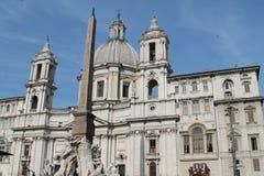一个罗马大厦的片段与圆顶的 库存图片