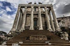 一个罗马寺庙的教会 免版税库存图片