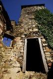 一个罗马式教会的细节在圣Clodio, Lu修道院里  免版税库存图片