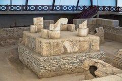 一个罗马皇帝坟茔的废墟在Viminacium考古学站点的在多瑙河附近 免版税图库摄影