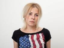 一个美丽和哀伤的金发碧眼的女人的画象 库存图片