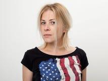 一个美丽和哀伤的金发碧眼的女人的画象 图库摄影