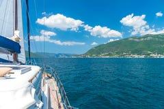 一个美丽如画的风景从航行游艇是可看见的 免版税图库摄影