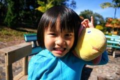 一个美丽的亚裔女孩的室外画象 库存照片