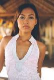 一个美丽的亚裔女孩的性感的画象在夏天 库存图片