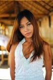 一个美丽的亚裔女孩的性感的画象在夏天 免版税图库摄影