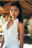 一个美丽的亚裔女孩的性感的画象在夏天 免版税库存图片