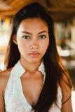 一个美丽的亚裔女孩的性感的画象在夏天 免版税库存照片
