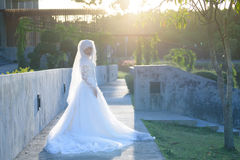 一个美丽的回教新娘的画象与在白色weddi组成 免版税图库摄影