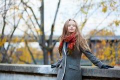 一个美丽的女孩的室外纵向 免版税库存图片