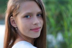 一个美丽的女孩的特写镜头纵向 库存图片