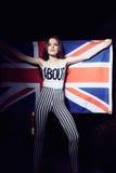 一个美丽的女孩的画象有英国旗子的 图库摄影