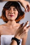 一个美丽的女孩的画象有被洗染的头发染色的 免版税库存照片