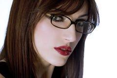 一个美丽的女孩的画象戴眼镜的在白色 免版税库存图片