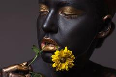 一个美丽的女孩,特写镜头的画象有创造性的构成的 免版税图库摄影