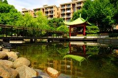 一个美丽的寺庙/亭子在公园 免版税库存图片