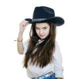 一个美丽的小女孩的画象一个黑牛仔帽的 库存图片