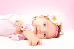一个美丽的小女孩的画象 免版税图库摄影