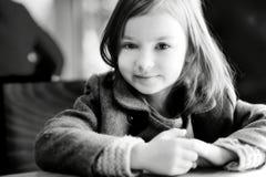 一个美丽的小女孩的BW画象 图库摄影